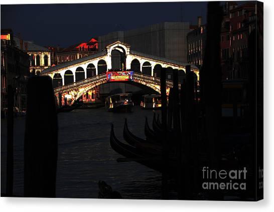 Rialto Bridge Appeal Canvas Print by Jacqueline M Lewis