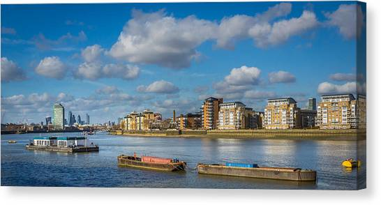 Canvas Print featuring the photograph River Thames At Greenwich by Gary Gillette