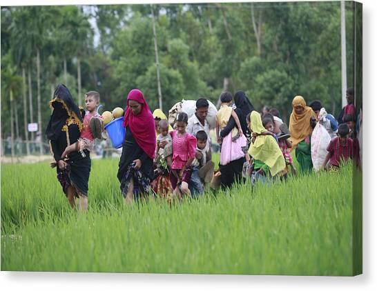 Rohingya Muslims Flee Violence In Myanmar Canvas Print by Suvra Kanti Das