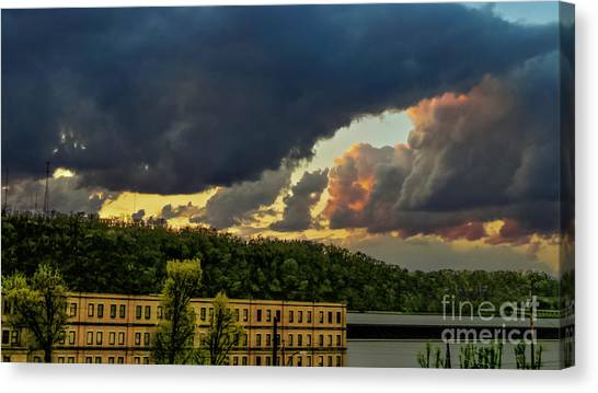 Storm Clouds Rolling In Canvas Print