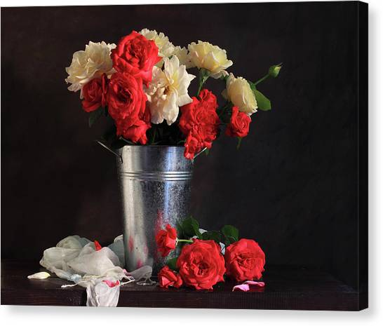 Roses Of Yesterday Canvas Print