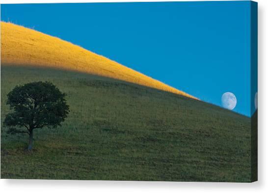 Round Valley Moonrise Canvas Print