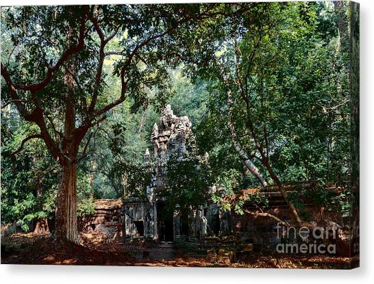 Ruin At Angkor Wat Canvas Print