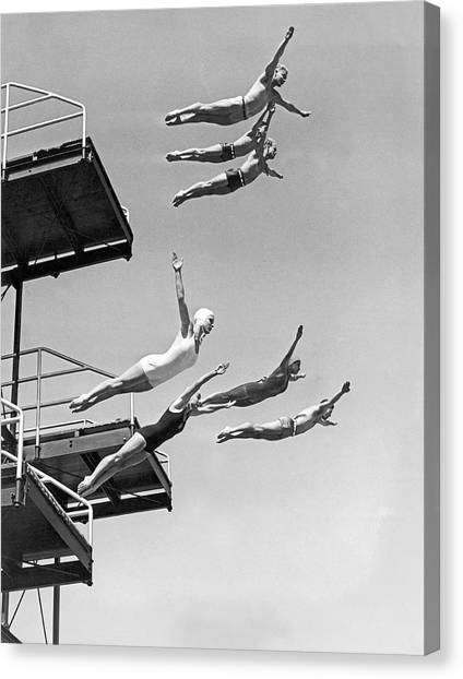 Black 7 White Canvas Print - Seven Champion Diving In La by Underwood Archives