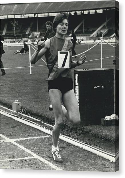 Sheila Taylor Wins 800 Metres Canvas Print by Retro Images Archive