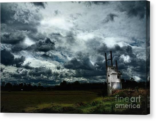Sky  Canvas Print by Thammasak Kanjananul