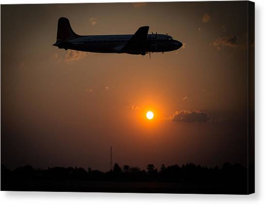 Canvas Print featuring the photograph Skymaster Sunset by Paul Job