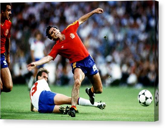 Soccer - World Cup Spain 82 - Group B - England V Spain Canvas Print by Peter Robinson - EMPICS