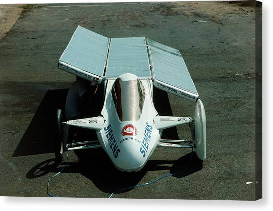 Solar Car Entrant For World Solar Challenge '87 Canvas Print by Peter Menzel/science Photo Library