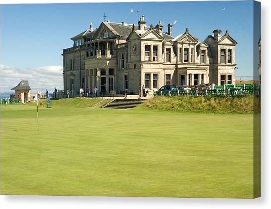 St Andrews Final Green And Clubhouse  Canvas Print