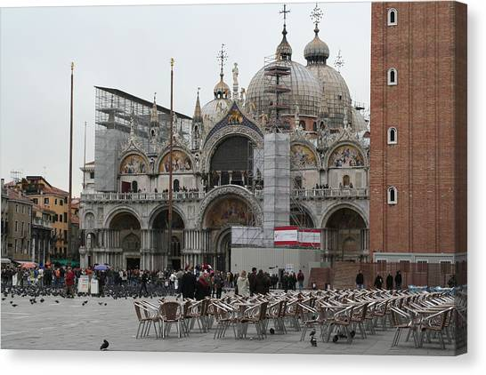 St Marks Bassilica Canvas Print by Dick Willis