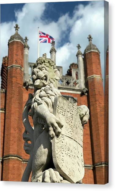 Statue Of The The Lion Of England Canvas Print