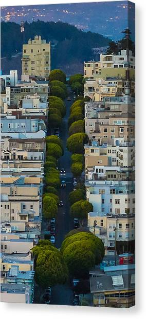 Summer Green On Lombard Street Canvas Print