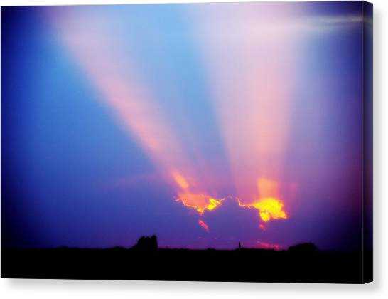 Sun Rays At Sunset Canvas Print