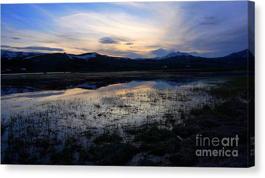 Sunset At A Lake Near Mammoth In Yellowstone Canvas Print
