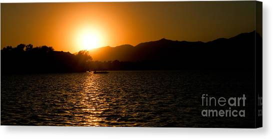 Canvas Print featuring the photograph Sunset At Kunming Lake by Yew Kwang