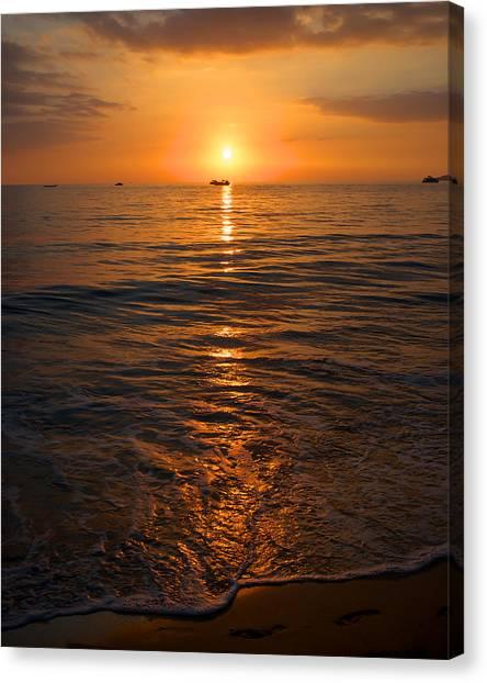 Sunset On Ma'alaea Bay Canvas Print
