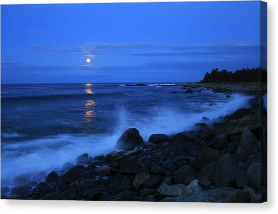 Super Moon Rising Over The Atlantic Canvas Print