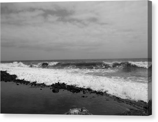 Surf Rolling In  Canvas Print