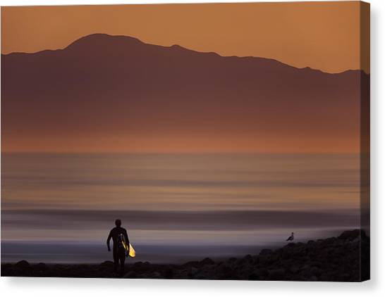 Surfer Approaching Rincon Mg_9505 Canvas Print