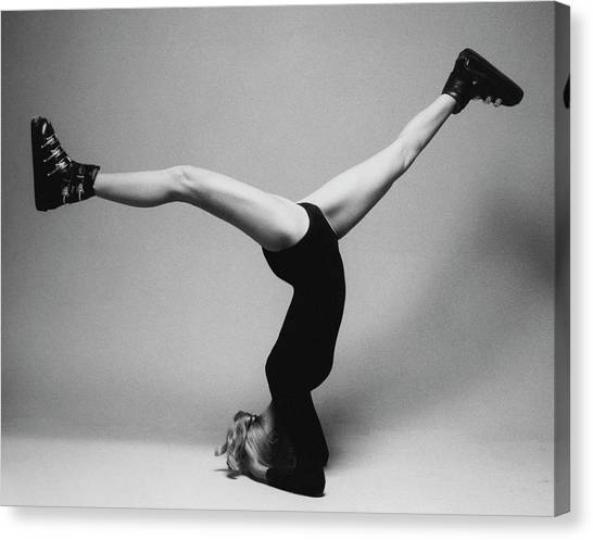Suzy Chaffee Standing On Her Head Canvas Print by Isi Veleris