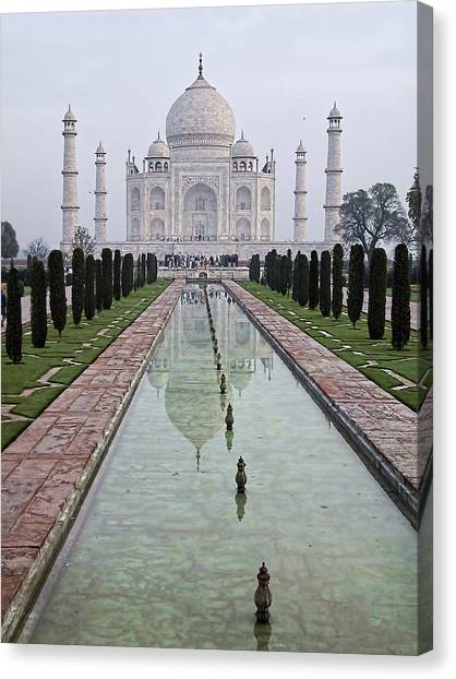 Taj Mahal Early Morning Canvas Print