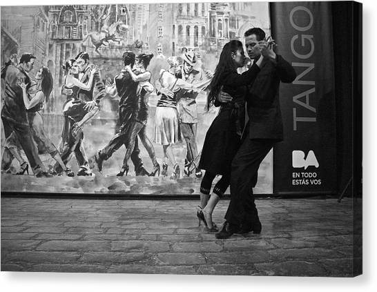 Tango Dancers In Buenos Aires Canvas Print