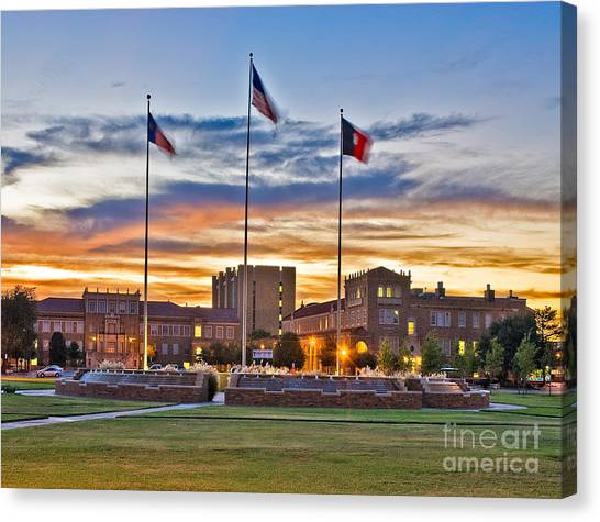 Canvas Print featuring the photograph Memorial Circle At Sunset by Mae Wertz