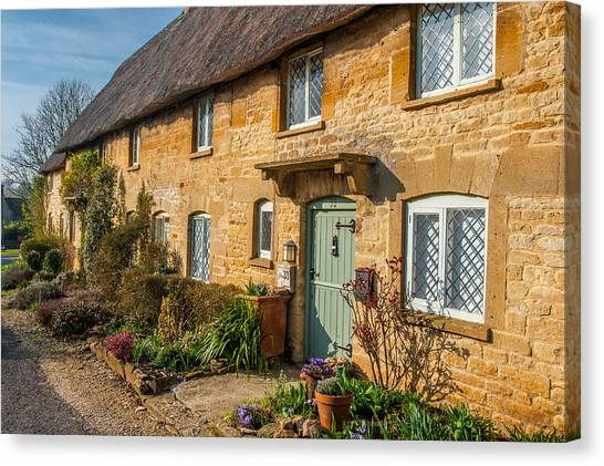 Thatched Cotswold Cottage In Taynton Oxfordshire Canvas Print by David Ross