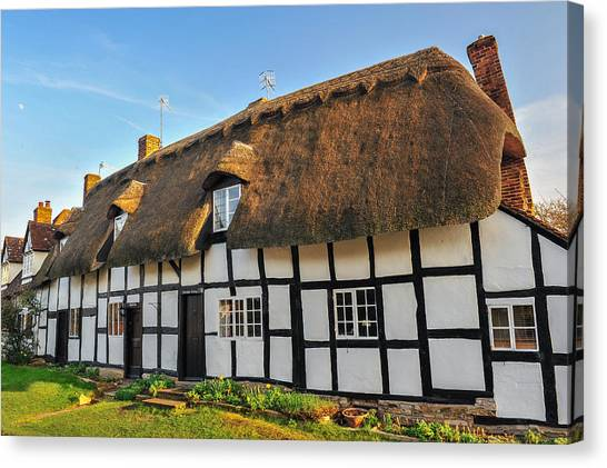Thatched Cottage Welford On Avon Canvas Print by David Ross