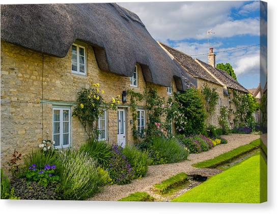 Thatched Cottages Minster Lovell Oxfordshire Canvas Print by David Ross