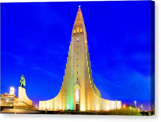 The Church Of Hallgrimur Reykjavik Canvas Print