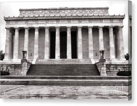 D.c. United Canvas Print - The Lincoln Memorial by Olivier Le Queinec