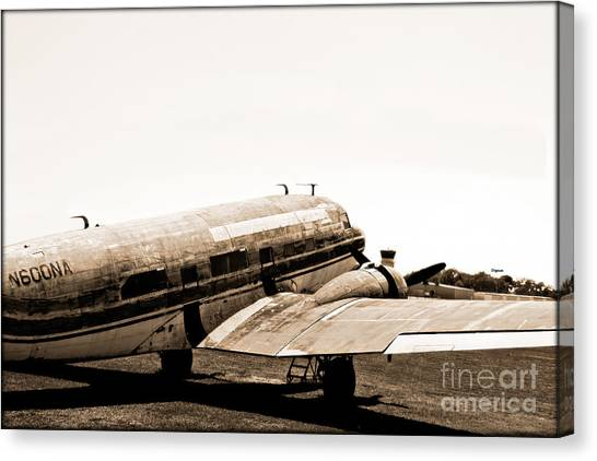 The Old Dc3 Canvas Print by Steven Digman