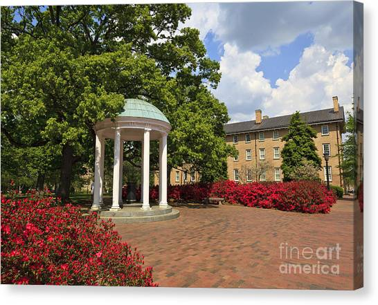 The Old Well At Chapel Hill Campus Canvas Print