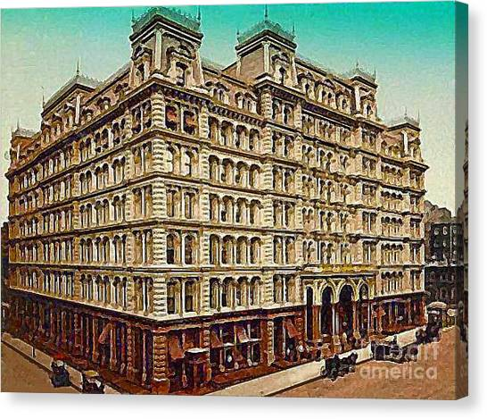 The Park Avenue Hotel In New York City In 1910 Canvas Print by Dwight Goss