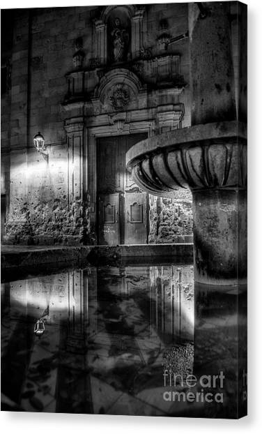 The Reflection Of Fountain Canvas Print