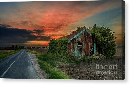 The Rustic Barn Canvas Print by Pete Reynolds