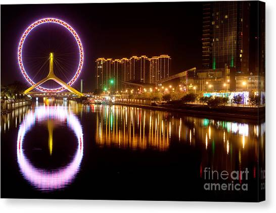 Canvas Print featuring the photograph Tianjin Eye by Yew Kwang