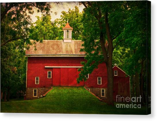 Tinicum Barn In Summer Canvas Print