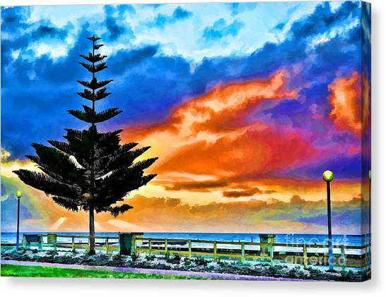 Canvas Print featuring the photograph Tree And Sunset by Yew Kwang