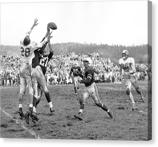 Dartmouth College Canvas Print - Trying To Catch A Pass by Underwood Archives