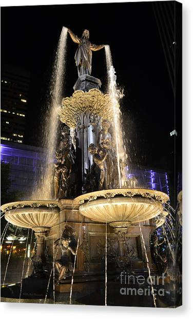 Fx9u-1250 Tyler Davidson Fountain Photo Canvas Print