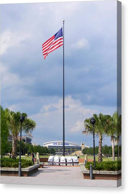 University Of Central Florida Ucf Canvas Print - Ucf Mall And Arena by Warren Thompson