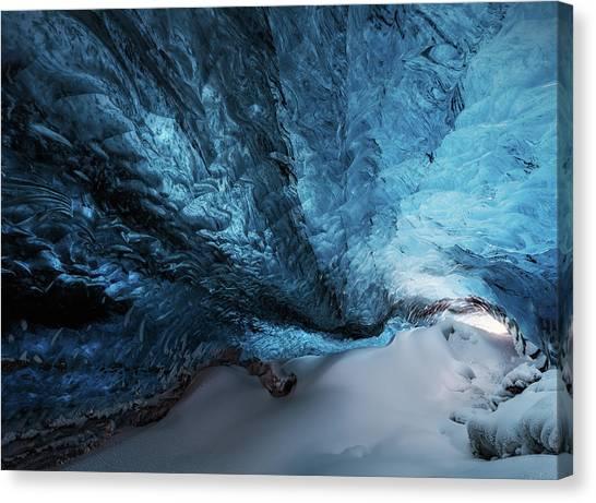 Vatnajokull Glacier Canvas Print - Una Grieta Azul. by Juan Pablo De