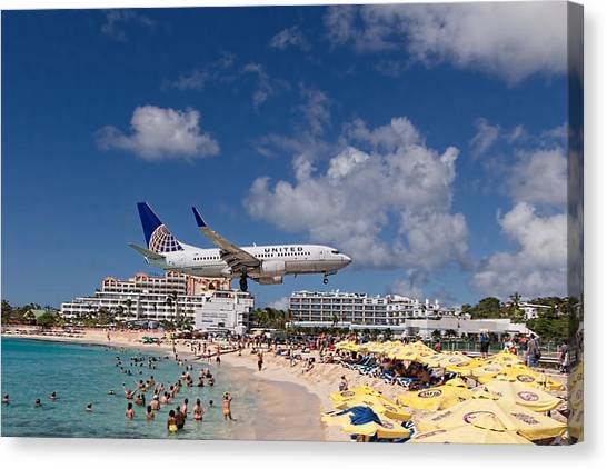 United Low Approach St Maarten Canvas Print