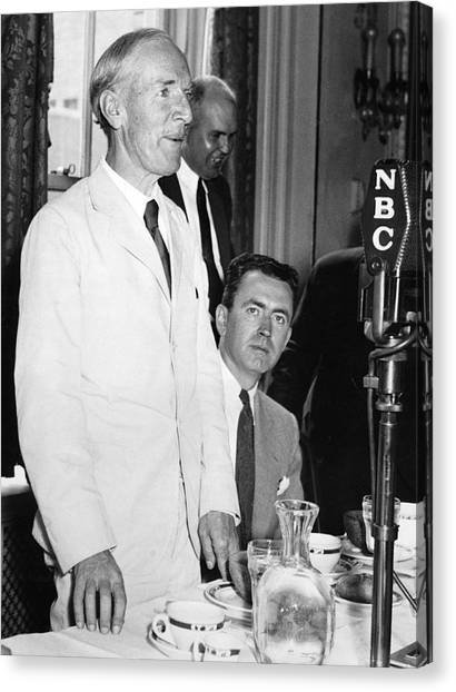 Democratic Politicians Canvas Print - Upton Sinclair At Press Club by Underwood Archives