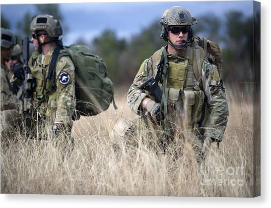 Green Berets Canvas Print - U.s. Soldiers Await The Arrival by Stocktrek Images