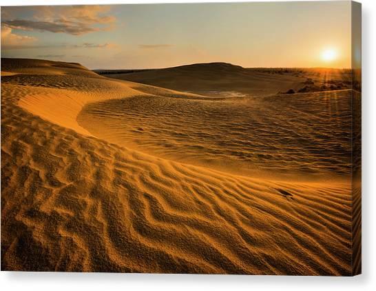 Usa, Oregon, Lake County, Sunrise Over Canvas Print by Gary Weathers