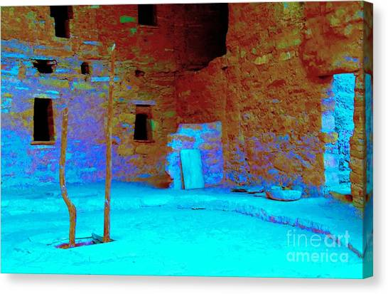 Vacancy At Spruce Tree House Canvas Print